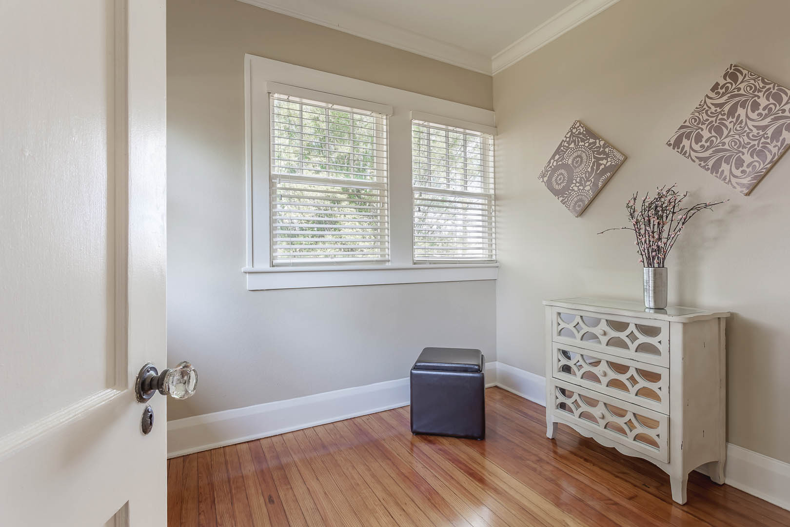 Edgy Yet Elegant Home Staging on Suwanee Avenue in Tampa FL